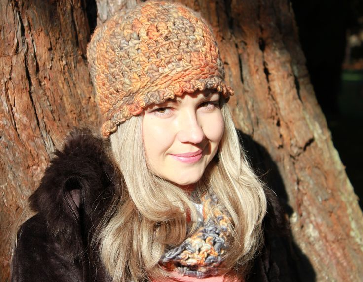 Stylish merino wool hat in terracotta.