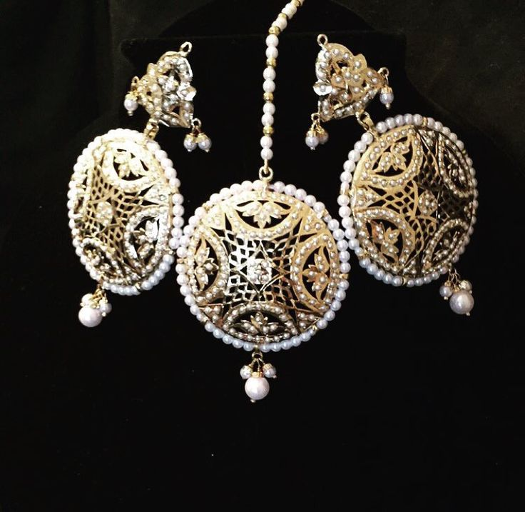 Doria tikka and earring set www.SitarebyAasha.com sales@sitarebyaasha.com  #Jewelry #Jewellery #Indianwedding #Sikhwedding #Bridaljewelry #BridalJewellery #AsianBride #SitarebyAasha #PakistaniBride #Shaadi #Wedding #Bollywood #Bride #Bridal #WomensFashion #dubai #IndianBride #Indian #IndianFashion #hudabeauty #Accessories #Instadaily #Allthingsbridal #Instafashion #Instaglam #picoftheda
