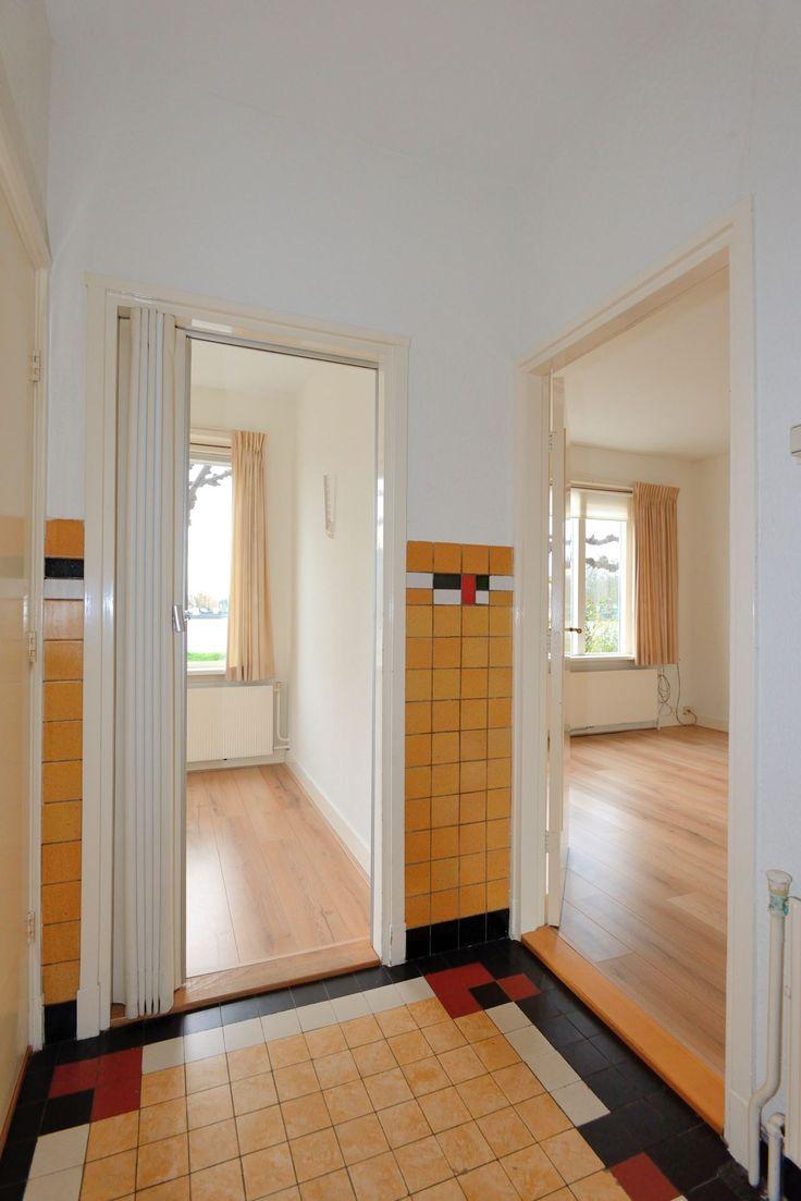 Jaren30woningen.nl | Originele vloer- en wandbetegeling in deze jaren 30 woning in Buitenkaag