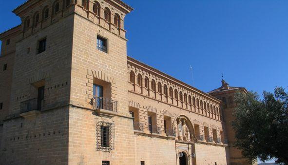 Esta semana os proponemos una visita al Castillo de Alcañiz. Uno de los monumentos más impresionantes de Aragón. http://turismoruralbajoaragon.com/blog/el-castillo-de-alcaniz-visita-obligada-para-entusiastas-del-turismo-rural-en-el-bajo-aragon/