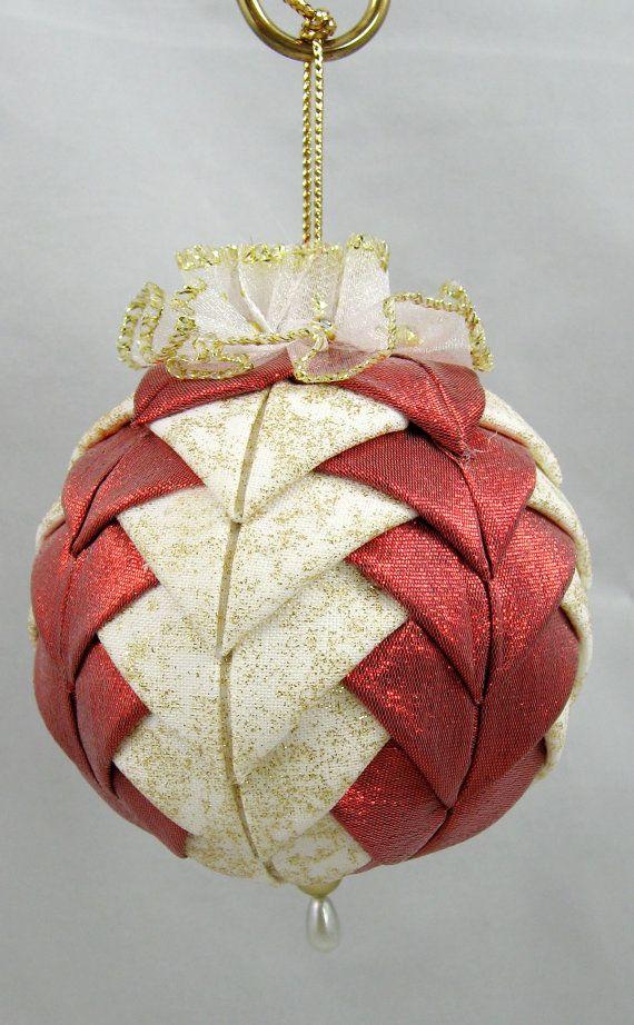 Ornamento de la Navidad - acolchado en 601 blanco y oro rojo