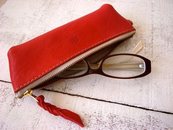 It is the glasses leather case.