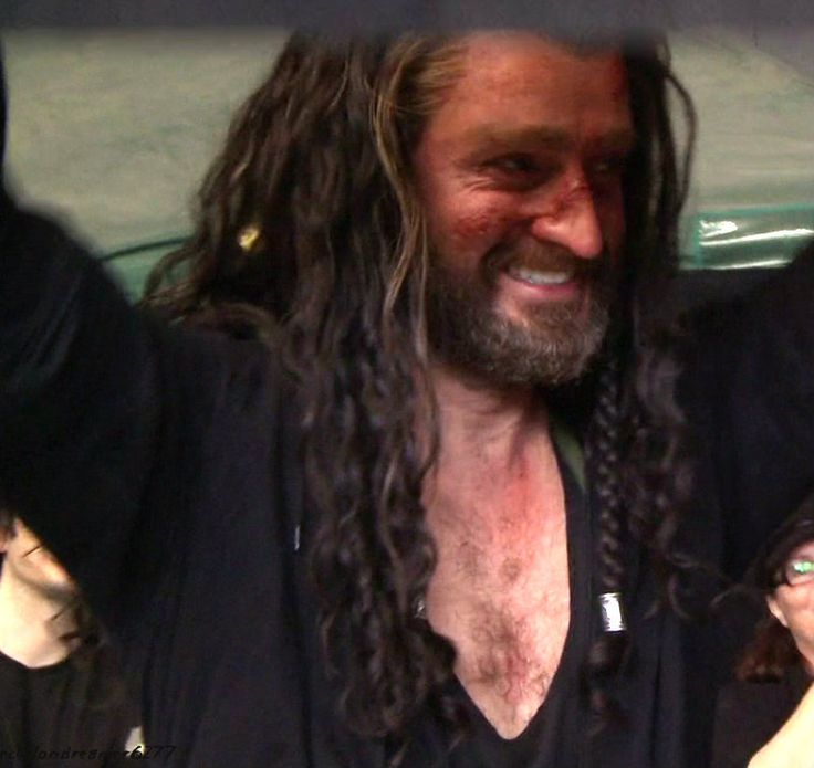 smiling Thorin is actor Richard Armitage es Thorin Escudo ...