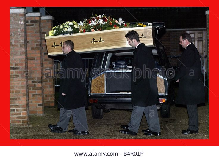 the coffin of Myra Hindley arrives at Cambridge crematorium 15 Nov 2002.