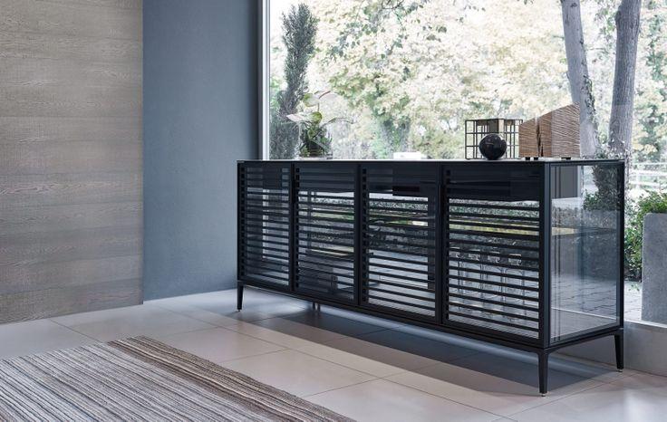 Alambra : design dressoir of vrijstaande kast. Volledig transparant. Verkrijgbaar met een vloerbase of op pootjes in 2, 4 of 6 deuren.Alambra design dressoirs deuren zijn leverbaar met of zonder horizontale dwarsprofielen .De versie met dwarsprofielen