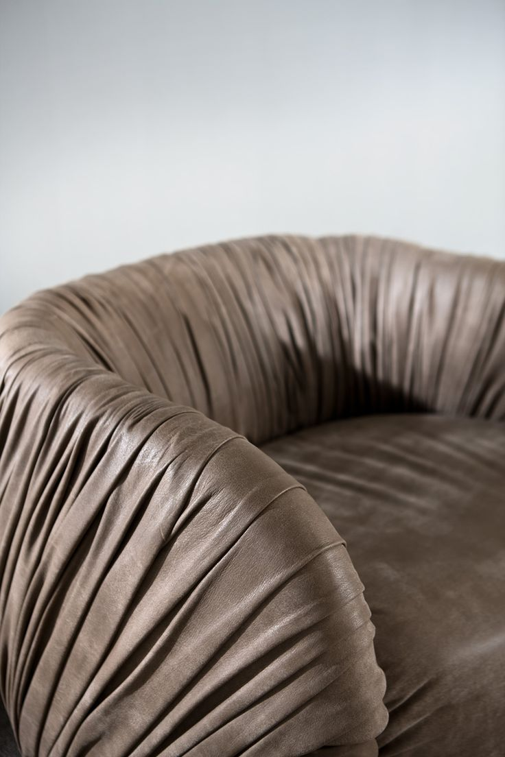 Drapè Lounge - Comfortable swivel armchairs covered with leather, to offer an extremely comfortable seat for luxury environments, designed by Bartoli Design | Laurameroni