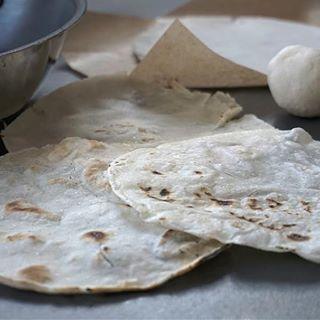Zaczynamy cykl z 🇲🇽! Jako pierwszy przepis na klasyczne kukurydziane tortille z mąki masa harina. #tortilla #masaharina #PodNiebienie #tortillas #mexicanfood #kuchniameksykańska #mexicancuisine #texmex #mexico #foodporn #foodphotography #pornfood #kuchnieświata #foodie #cooking #kuchnia #kitchen #wiemcojem #polishblogger #healthyfood #healthyeating #cleaneating #cleanse