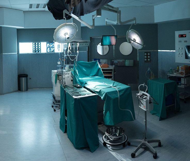 Bajo Sospecha (2nd season)-operating room snap-HERSILL products: V7, Genesis Revivator