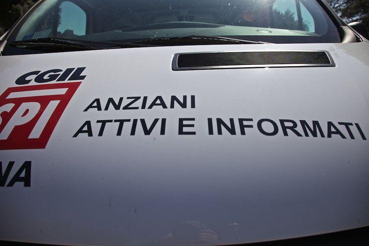 Terremoto,a Spoleto consegna ufficio mobile Spi Cgil a Lega Valnerina