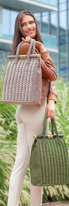 Журнал посвящен созданию сумок: вязание крючком, обвязка готовых каркасов, декор и оригинальное плетение