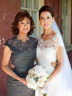 Susan Sarandon and her daughter, Eva....Eva loved the idea of them sharing a design detail. The three-dimensional lace seemed so fitting for both and gave a nod to their close relationship, according to their designer. <3  Beautiful!!