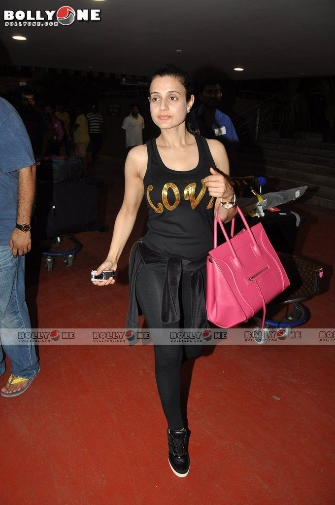 Ameesha-Patel-Snapped-11