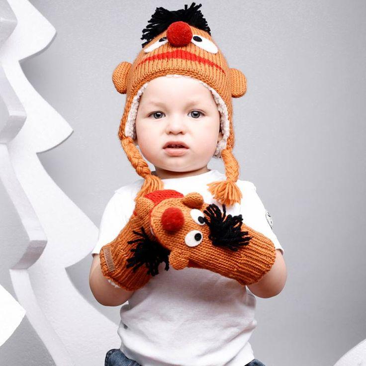 Najsłynniejsza czapka-zwierzak w kolorze pomarańczowym.