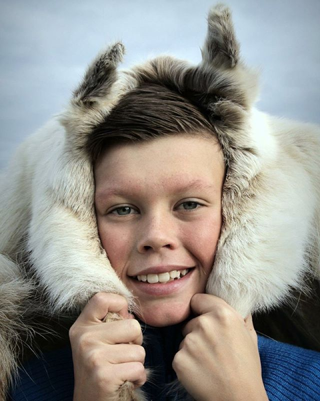 Fotoshoot   #trinesfoto#portrait#portrett#photooftheday#photoshoot#amateurphotography#photo#fotografia#myhobby#photogrid#photograph#reindeer#rekvisita#picoftheday#life