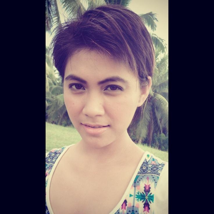 Pixie cut for round face, short hair