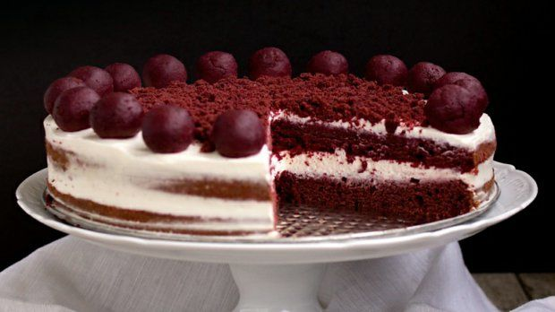 Red Velvet Cake neboli Červený samet. Tato varianta obsahuje méně cukru než originální recept, ale rozhodně není méně chutná. Právě naopak!