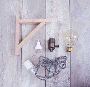 DIY-Lampe mit Holzrahmen, Textilkabel und Glühbirne – schönes Licht im Vintage-Stil