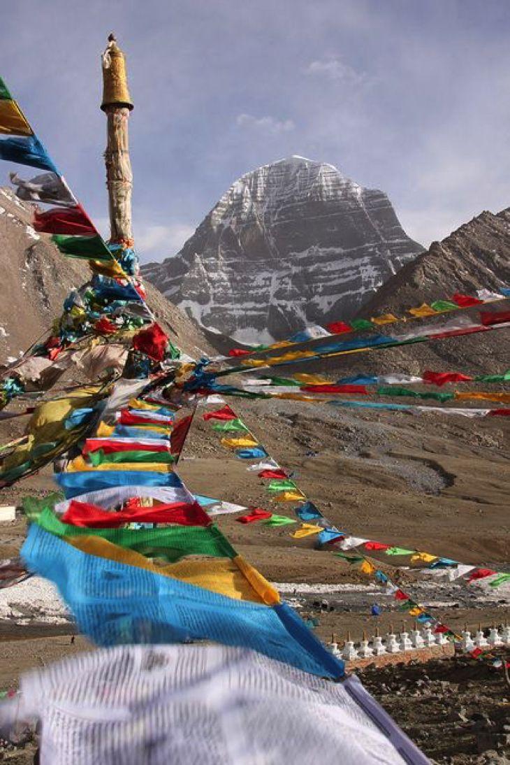 Una de la mayor aventura que posiblemente puede tener en la vida es el senderismo en el Himalaya. Camine a los pies de los gigantes Estos majestuosos picos cubiertos de nieve, pasando por templos místicos, caminar en los senderos antiguos, experimentar la cultura y la vida cotidiana de las tribus de las montañas y de la respiración en la naturaleza más asombrosa y un escenario que usted ha visto nunca. Para muchas personas sigue siendo sólo un sueño, por desgracia