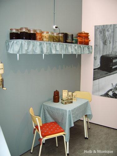 Keuken, jaren 60. Zie je de weckpotten links op de plank?!