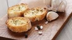 """How to Avoid """"Bread Dandruff"""" and Other Mistakes When Making Crostini"""