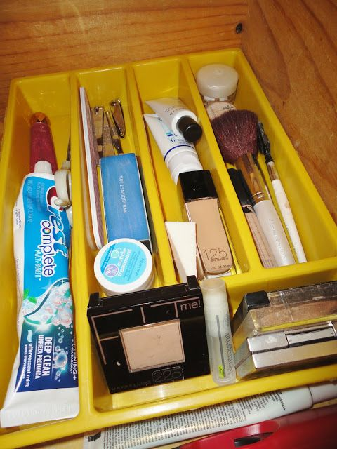 DUH.  Frugal Foodie Mama: The Bathroom Drawer- From Chaos to Beautiful Order in Under $2.50