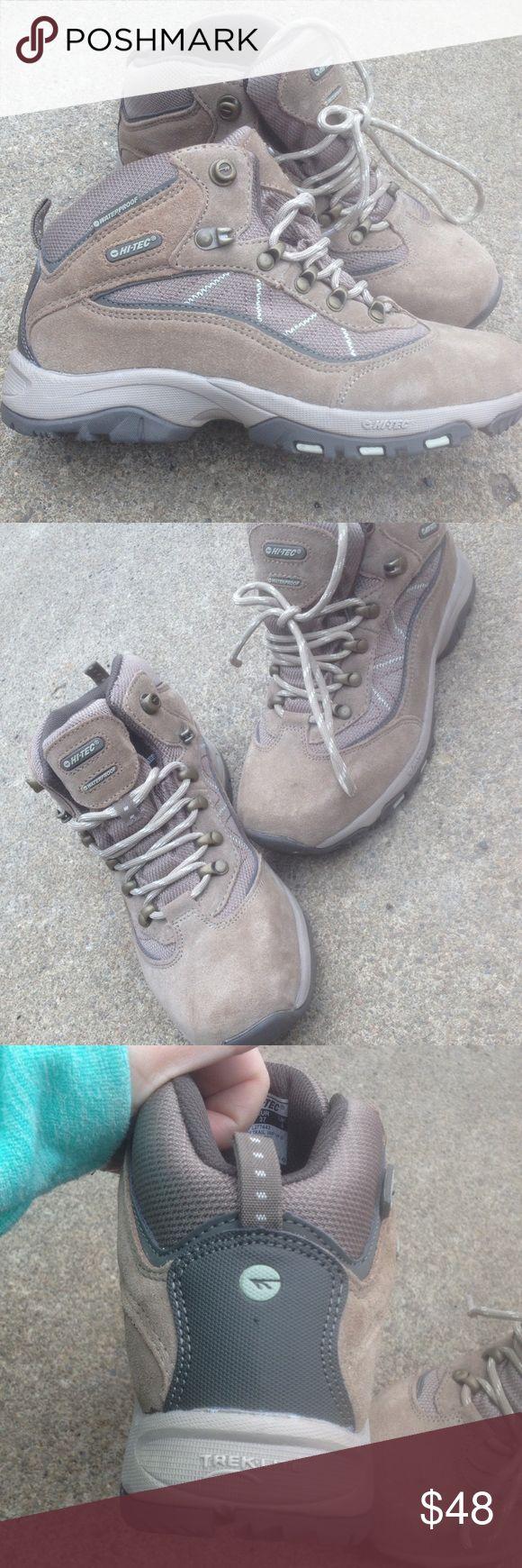 Women's Hi-Tec Hiking Trail Boots 6M Waterproof Women's Hi-Tec Hiking Trail Boots 6M New Style:Cliff Trail Waterproof Beige Leather  New! No box Hi-Tec Shoes Winter & Rain Boots