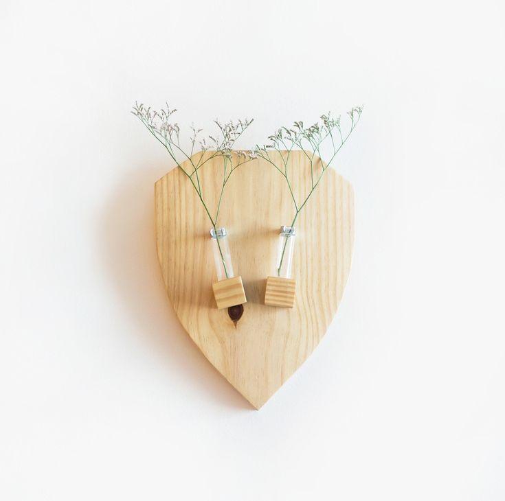 Vaso troféu - Leve e delicado, o vaso troféu deixa qualquer composição de quadros mais charmosa. Pode também ser peça destaque na sua parede!