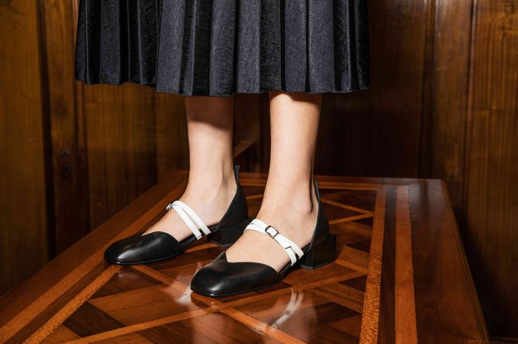 #BONNIE is the stylish alternative to your everyday flats. While the double straps keep this designer shoe classy, the square heel gives them a quirky twist, making them your unique pick for your everyday outfit. Shop them in nude pink, navy or black.