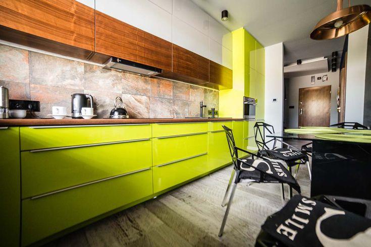 Kuchnia na wymiar od Mobiliani stworzona na miarę potrzeb klientów. Projekt wnętrza stworzony przez projektanta wnętrz z Bydgoszczy a realizacja wyprodukowana przez naszą firmę.