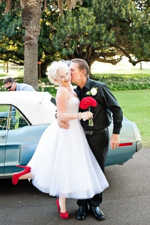 Marilyn Munroe look....30 Funny 50s Retro Wedding Theme Ideas | Weddingomania
