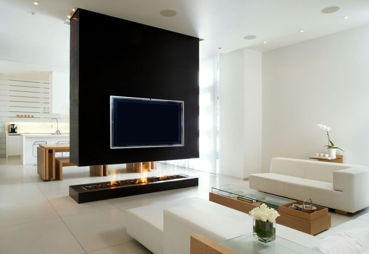 Design d'interni minimalista per questo open space. Soggiorno moderno diviso da cucina attraverso un bellissimo camino aperto