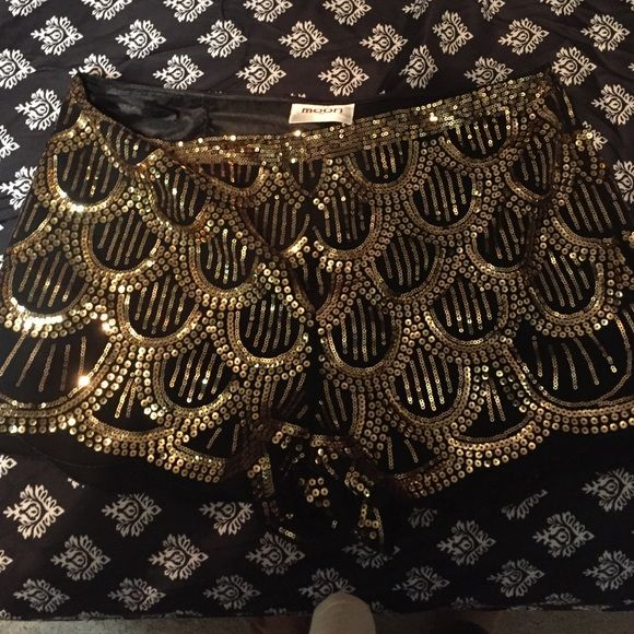 Gold sequin skirt Super cute gold sequined pattern shorts! Moon Collection Shorts Skorts