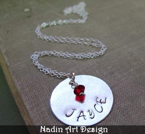 Namenskette mit Anhänger. Monatsteinschmuck von NadinArtDesign auf DaWanda.com