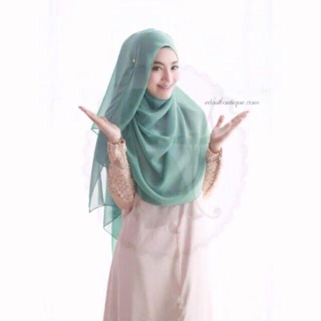 Shawl Tutorial (videotutorial )❤ Credit to the original owner of the tutorial. Selamat mencuba ! . . #bawal#bawallover #shawl#shawltutorials#videohijabtutorial# videotutorial #hijabtutorial #hijabtutorials #tutorialhijab #wanitahariini #wanitaanggun #hijabonline#dongibab #shawlterkini#tudungcantik#hijabtrend#hijabfashion #hijabis#hijabster#hijabstyling#hijabstyle#hijabmalaysia#hijabworld#hijabchic#ootdhijab#hijabisootd#hijabcommunity#followme#malaysia