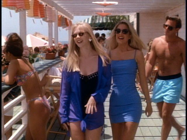 Kelly Taylor & Donna Martin (Jennie Garth and Tori Spelling) Party Fish season 2  Beverly Hills 90210 Follow board for more BH90210!