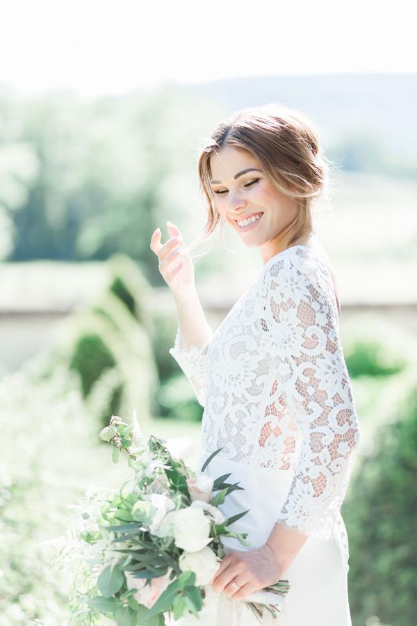 Bride in lace sleeves    #wedding #weddingideas #aislesociety #vintagewedding