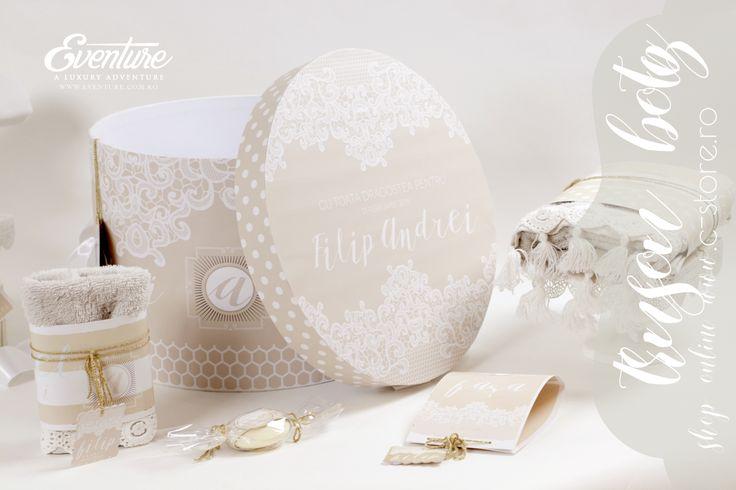 "Trusou botez "" Tres Chic "" | Designer Toni Malloni - www.c-store.ro Include - cutia trusou 25 cm. h x 35 cm d personalizata, fasa de botez, panza de mir 1,5m. , prosop mare 150x100 cm. , prosop mediu 100 cm. x 50 cm. , prosop mic 50cm.x30 cm.,1 sapun, 1 sticluta mir Compozitie - 100 % bumbac Culori - sand, alb Accesorizare - dantela alba Toate produsele sunt personalizate si le puteti comanda pe www.c-store.ro sau telefonic la 0723 701 348 sau 0745 069 832"