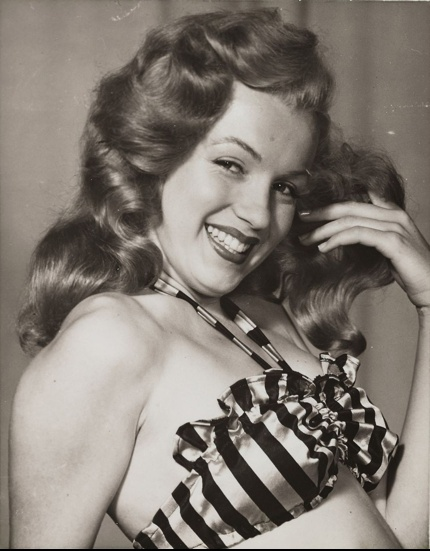 Marilyn photographed by Earl Moran, 1947