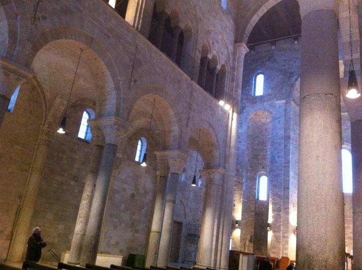 Cattedrale di Trani, interno.