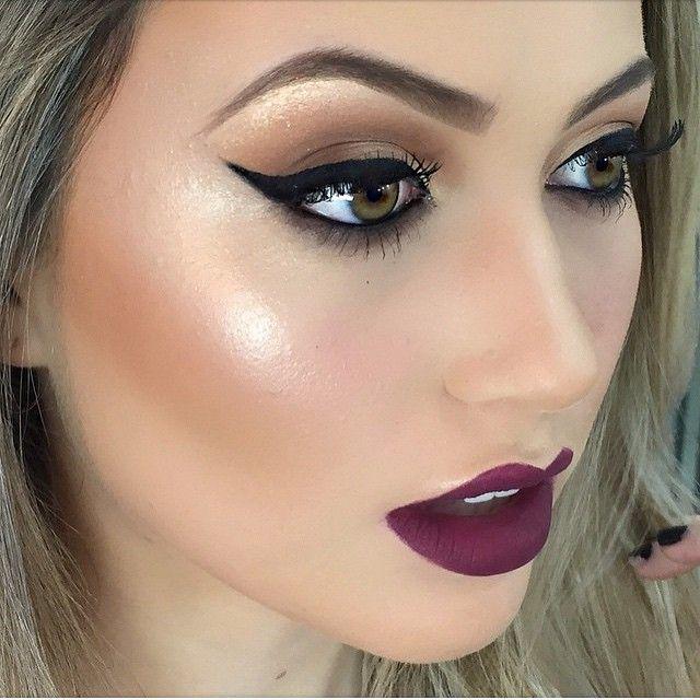 """O """"Strobbing"""", técnica que aposta na iluminação dos pontos fortes do rosto, é uma tendência que veio com tudo! E é perfeita para complementar aquele make incrível."""