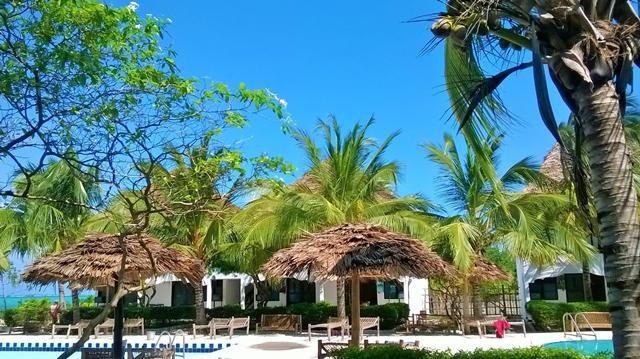 Dé nieuwe aanwinst in ons programma. Dit kleinschalige en gemoedelijke hotel is uitermate geschikt voor klanten die de voorkeur geven aan rust. Er zijn slechts 37 kamers, die allemaal rondom het zwembad gelegen zijn. Vanuit het hotel wandelt u zo het witte zandstrand op, waar u heerlijk kunt relaxen op uw strandbedje. Tel hier de gezellige bar en de gunstige prijs bij op, en u heeft een goede deal te pakken.