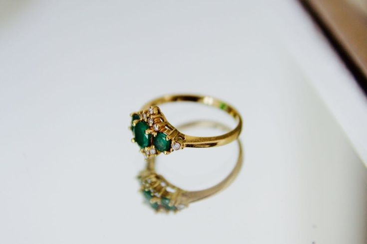 Vintage emerald and karat gold ring (@mayisgoldmonth)
