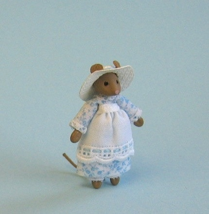 Miniature mouse lady for 1/4 or doll for 1 by PamelaJunksMinis, $28.00