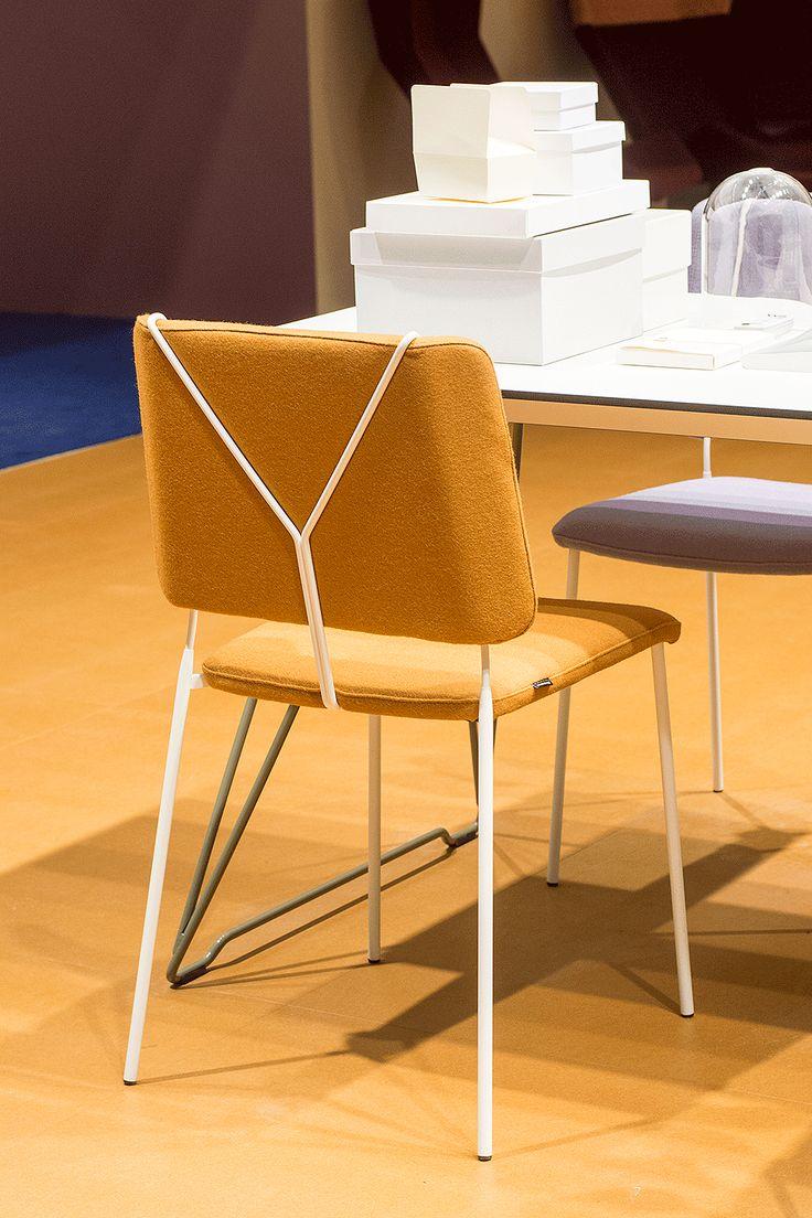 С пристрастием к моде, дизайнерский дуэт Färg & Blanche создал стул под вдохновлением подтяжкек для брюк. Цель заключалась в том, чтобы выделить заднюю спинку стула Frankie и за счет детали в виде подтяжек на спинке стула приблизить его к человеческому образу. Frankie предназначен для общественных помещений, обладает мягкими сиденьем и спинкой, что обеспечивает высокий уровень комфорта на совещаниях и конференциях.