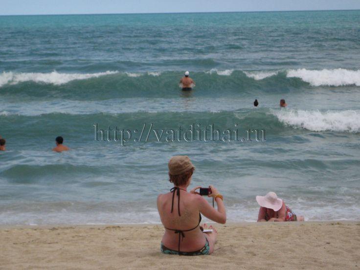 ПЛЯЖИ ТАЙЛАНДА  Пляжи Тайланда, как места для отдыха, купания можно рассматривать только в южной части страны.  Лучшие пляжи Тайланда, без сомнения, раскинулись на берегах Андаманского моря и Сиамского залива.