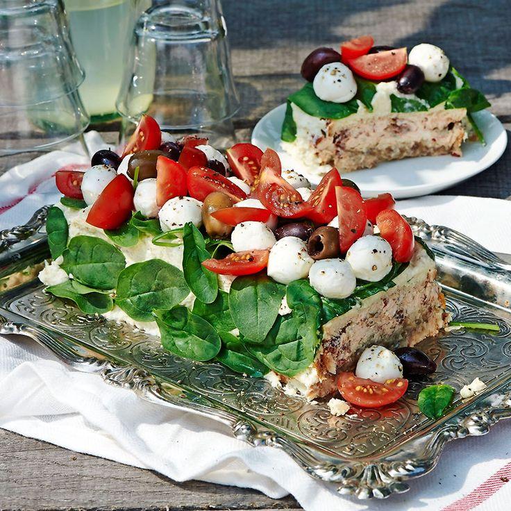 Härligt krämig och smakrik smörgåstårta med en fyllning av kronärtskocka och aubergine.