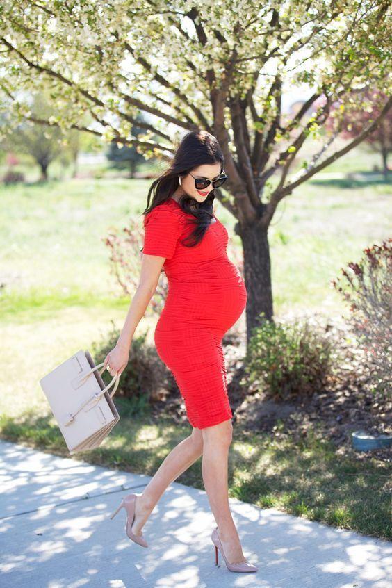 Outfits ajustados que toda embarazada debería usar
