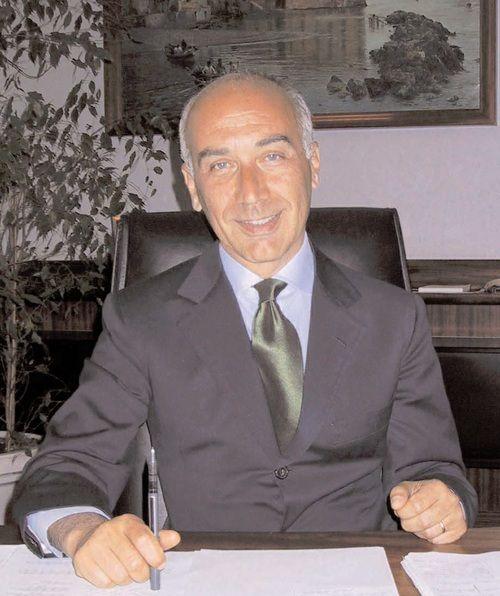 La risposta di Alfredo Romeo non tarda ad arrivare: nella missiva indirizzata al sindaco, al capo di gabinetto Auricchio e all'ex assessore Tuccillo si contesta quanto accaduto, sottolineando che i ritardi sono interamente dovuti al Comune.