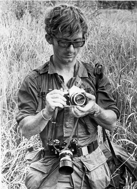 nikon in war   Foto: Dana Stone Vietnam War Combat Photographer .