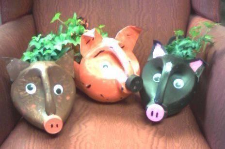diy garden art   Kids would love, use milk jugs too.....bleach bottle pig planter - how ...